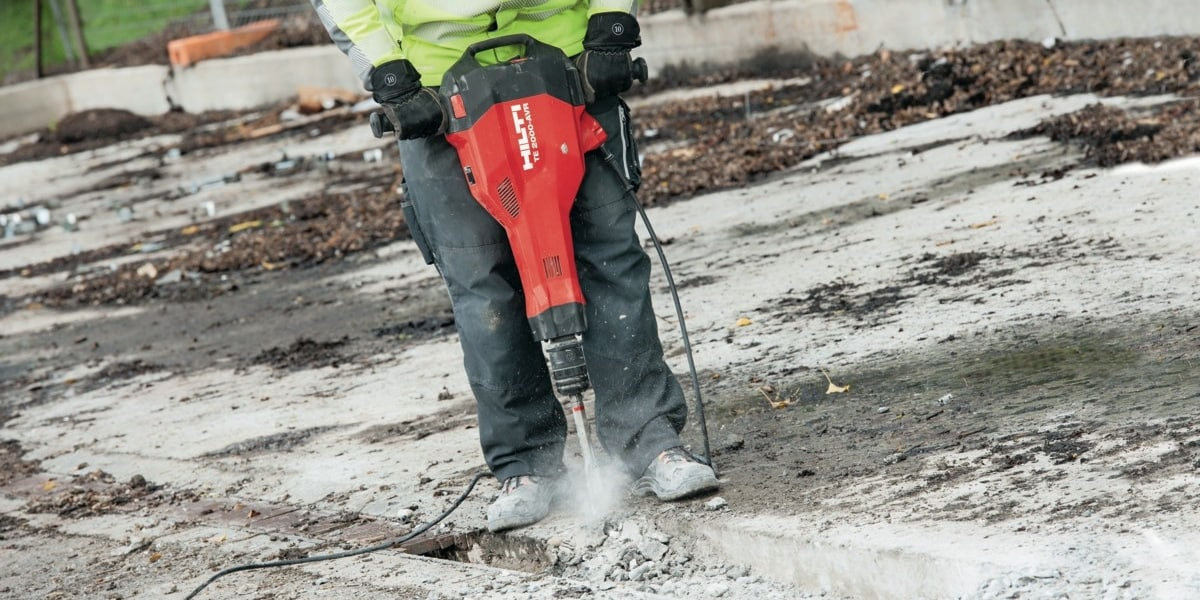 Hilti TE 2000-AVR demolition tool with best power-to-weight ratio