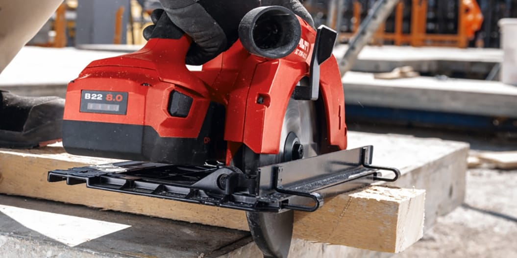 Hilti batteries have a glass-fiber housing to achieve 4 x greater impact resistance vs. plastic housings